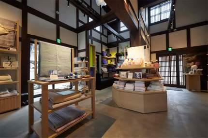 西川、創業の地・近江八幡に直営ショップ「西川近江八幡店」をオープン