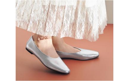 ジーユー、軽さと歩きやすさを兼ね備えた「シフォンフラットシューズ」を発売