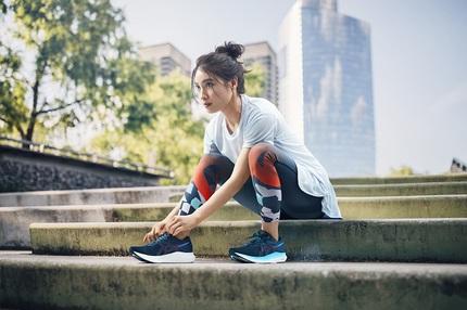 アシックス、長距離を楽に走るために開発したランニング用タイツ「METARIDELONG TIGHT」2品番を発売
